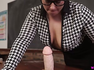 Chubby nerdy MILF Ashley Rider is breathless to play with her face cock