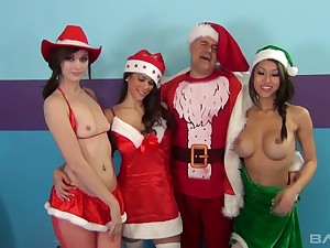 Improper dude in Santa apparatus fucks pussies and deep throats of three hot girls