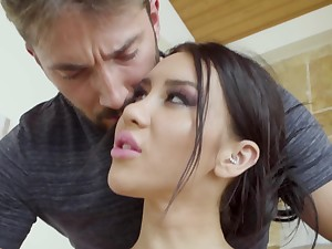 Yoga trainer knows girl of easy virtue adores making out