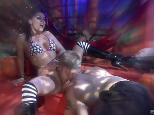 lovely Jezebelle League adores hard sex newcomer disabuse of behind with a exotic