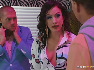 Brunette slut Jennifer White missionary fucked coupled with gets a facial